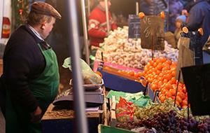 1.Streekproducten kopen op de markt