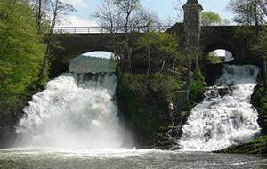 Bekijk de watervallen in Coo