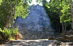 1. Fietsend de Maya-stad Cobá verkennen