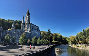 Treed in het voetspoor van de pelgrims in Lourdes