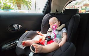 Met de baby in de auto