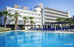 Relax in Hotel Azuline Bergantin