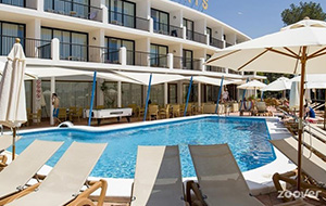 Aan het strand: Hotel Osiris Ibiza