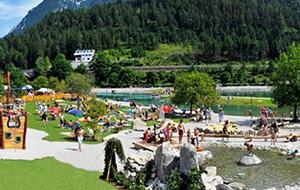 1. Waterplezier op Alpencaravanpark Achensee: