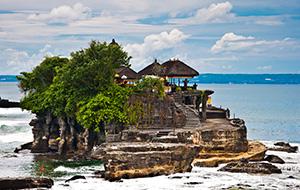Wereldberoemde tempel Tanah Lot op Bali