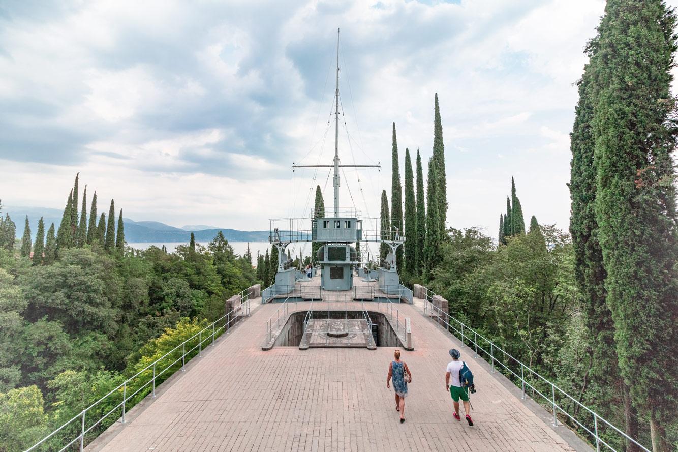 Ein Kreuzer im Museum Vittoriale Degli Italiani.