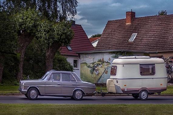 Pkw mit Wohnwagen