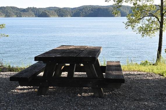 Wohnwagen Platz am See