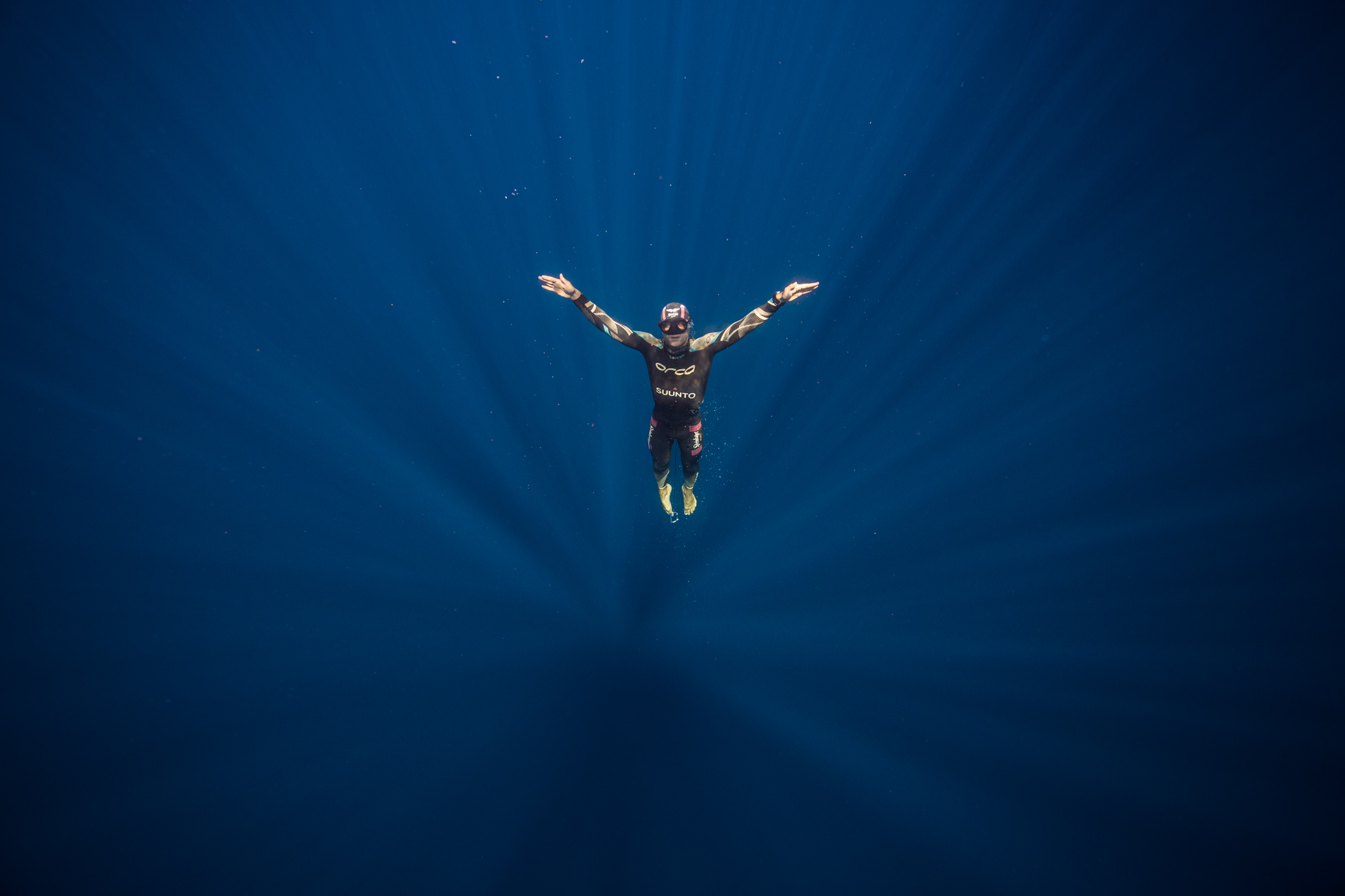 WILLIAM TRUBRIDGE BREAKS UNASSISTED FREEDIVING WORLD RECORD WITH DIVE TO 102 METERS