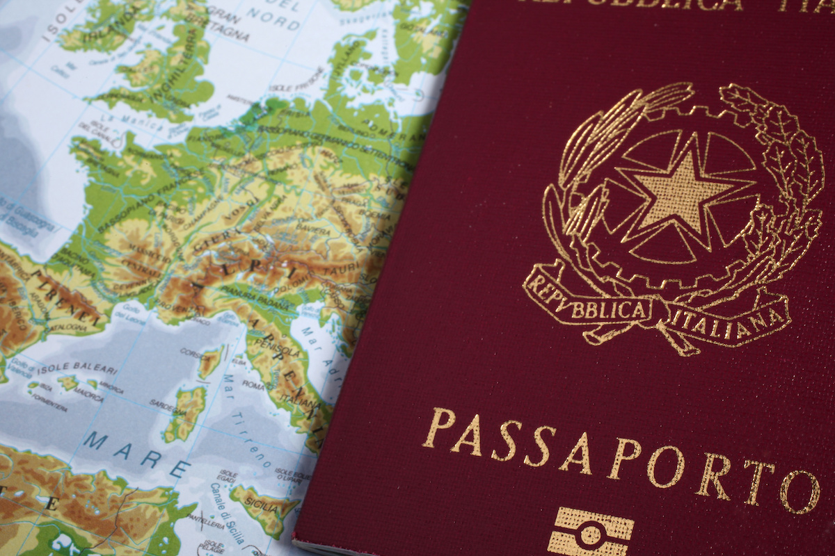 Come ottenere il rilascio o il rinnovo del passaporto italiano all'estero