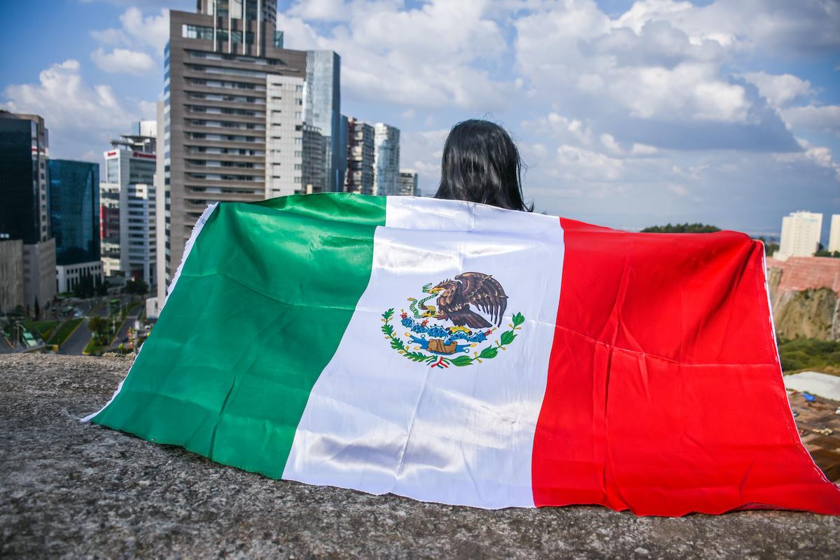 Cómo obtener la naturalización por residencia en México