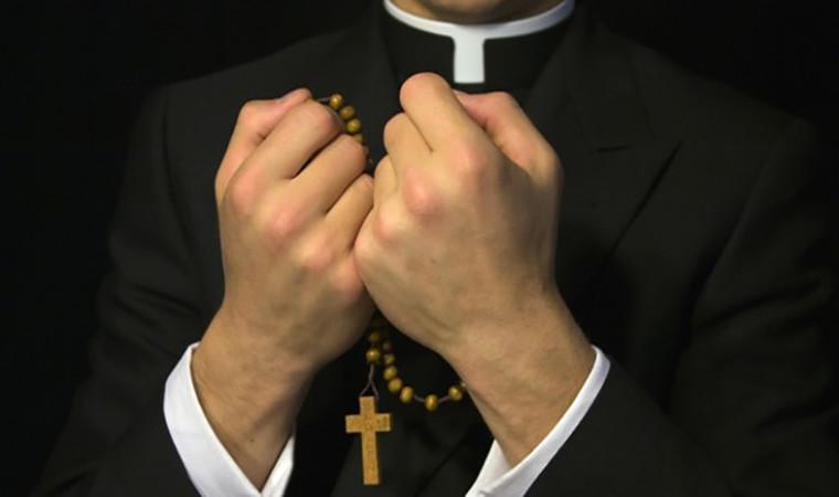 عندما ينسى الكاهن