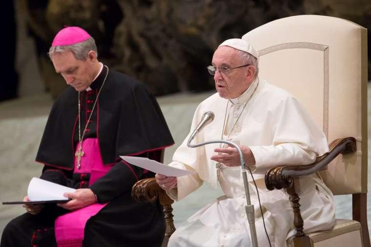 البابا فرنسيس: الصلاة في محبّة الله لا بكثرة الكلام