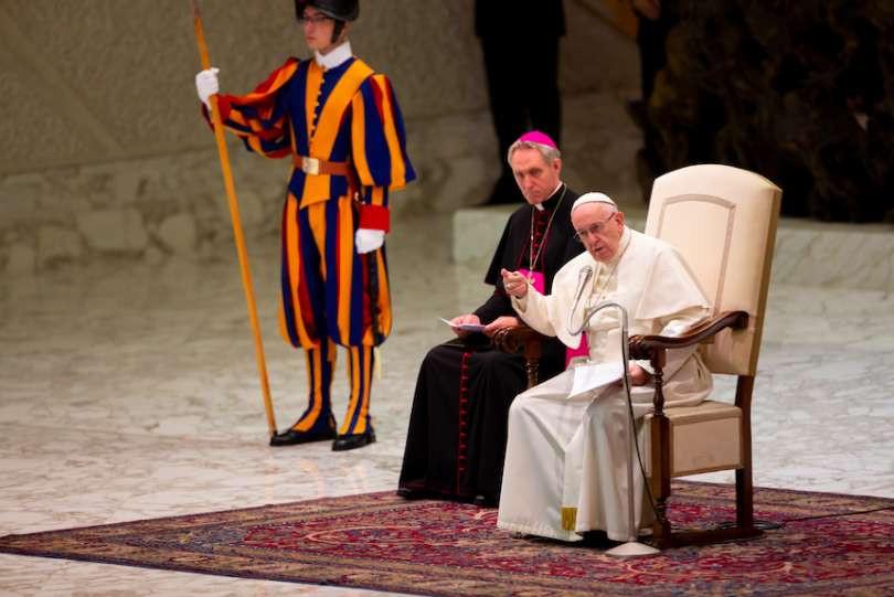 """البابا فرنسيس: """" الوصايا العشر هي أشعّة المسيح"""""""
