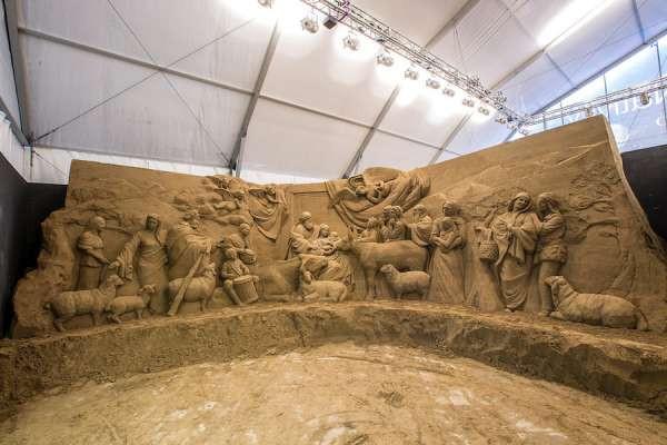 لوحة الميلاد في الفاتيكان... من الرمال!