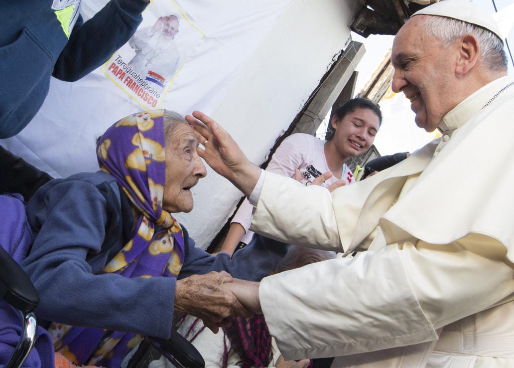 """البابا فرنسيس: """" إخدموا الفقراء بحبٍّ وسخاء"""""""