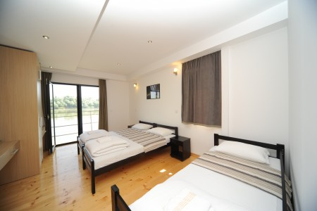 apartments belgrade bb boatel charlie triple room 31 bed bb7 3103