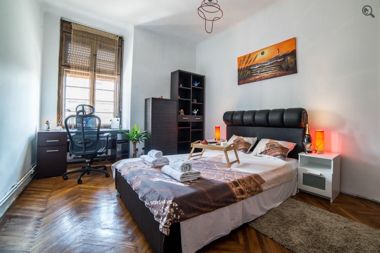 Stan , Beograd (grad) , Kratkoročno izdavanje | Trosoban Apartman Royal Ambasador Beograd Savski Venac
