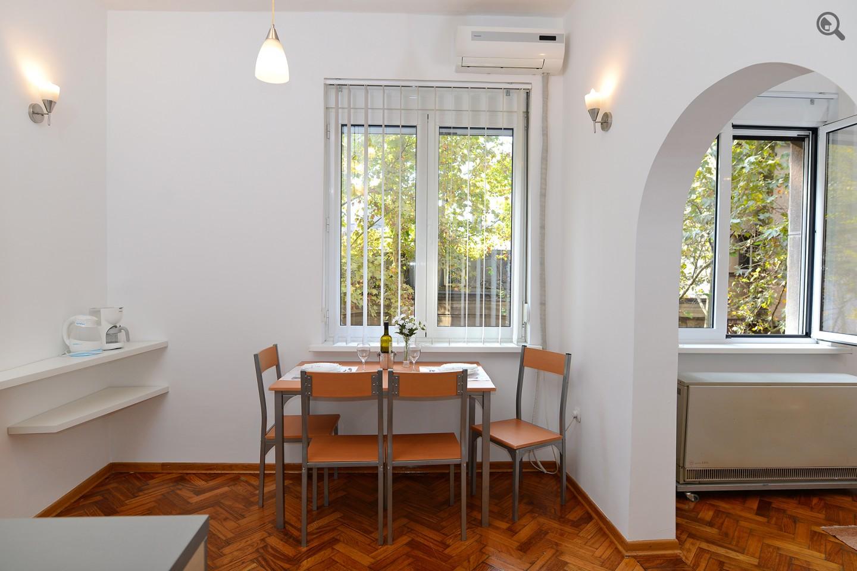 Stan , Beograd (grad) , Kratkoročno izdavanje | Dvosoban Apartman Gold Central Spot Beograd Centar