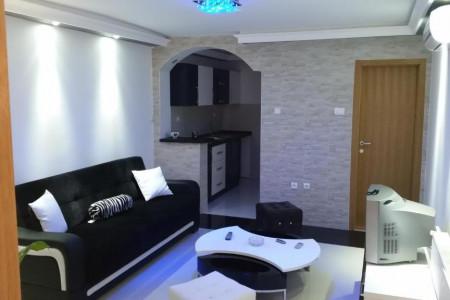Apartman Maca 2 sa Djakuzijem Novi Sad  Petrovaradin