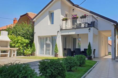 Četvorosoban Apartman Kuća Ema Beograd Zvezdara