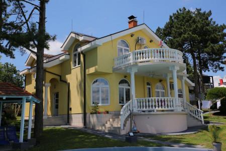Petosoban Apartman Vila Danube Lux Novi Banovci