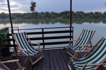 Raft on the day of Belgrade on the Sava