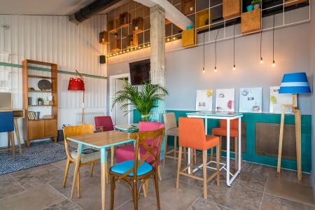 Restoran Lola Almost Home