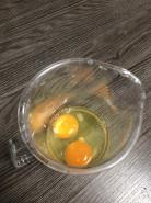 закрытый омлет с ветчиной и сыром - фото приготовления рецепта шаг 1