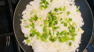 Жаренный рис - фото приготовления рецепта шаг 4