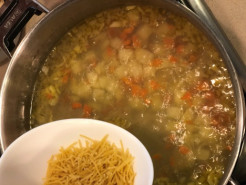 Куриный суп с вермишелью и картошкой - фото приготовления рецепта шаг 8