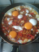 Горячее овощи с яйцом на сковородке - фото приготовления рецепта шаг 4