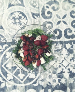 Салат с клубникой и моцареллой - фото приготовления рецепта шаг 1