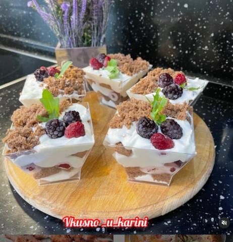 Десерт в стаканчике
