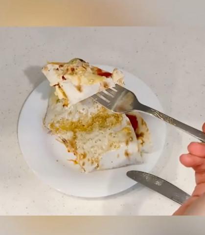 Вкусный завтрак из лаваша