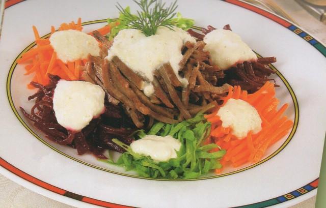 Салат из овощей и языка