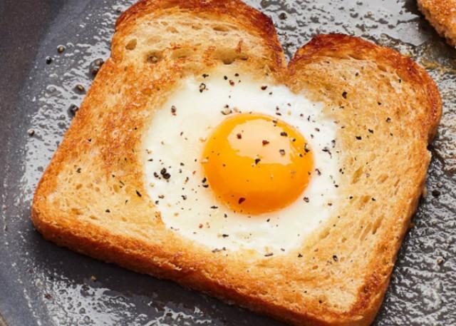 Яичница по‑французски в хлебе