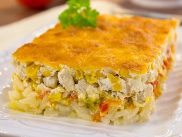 Запеканка из курицы, риса и овощей