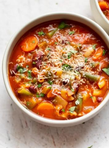 Итальянский классический суп минестроне
