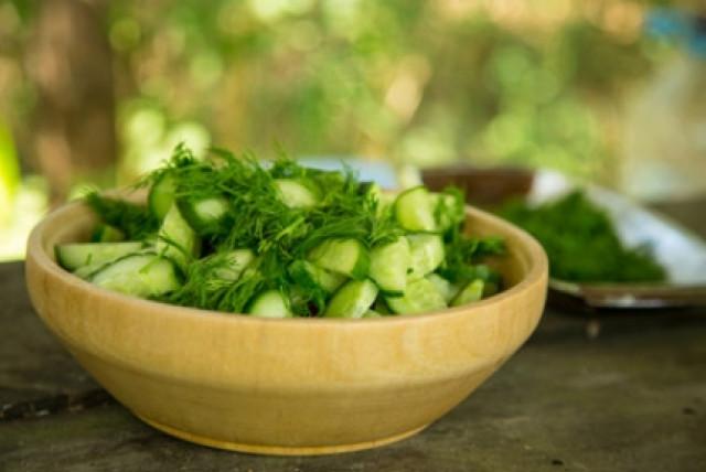 Салат из огурцов с растительным маслом