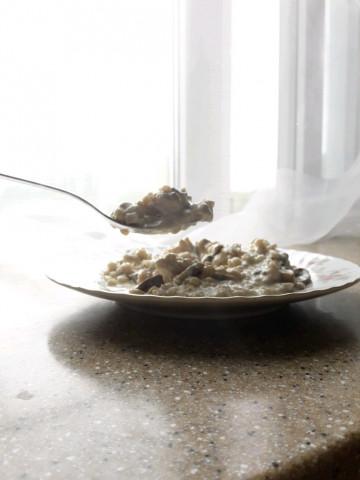 Индейка с грибами в сливочно - сырном  соусе