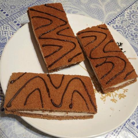 Бисквитные пирожные со вкусом шоколада