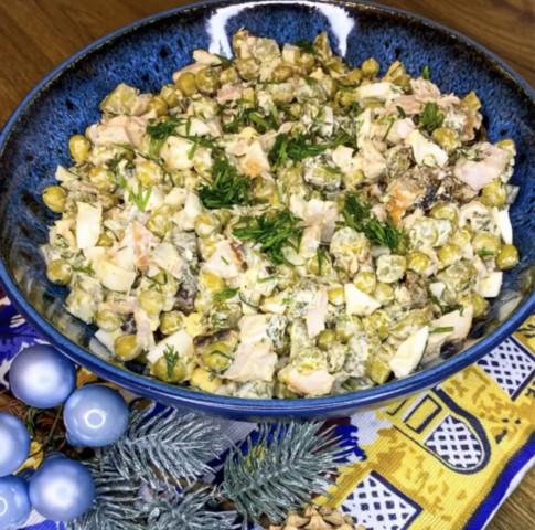 Салат с копчёной курицей и черносливом