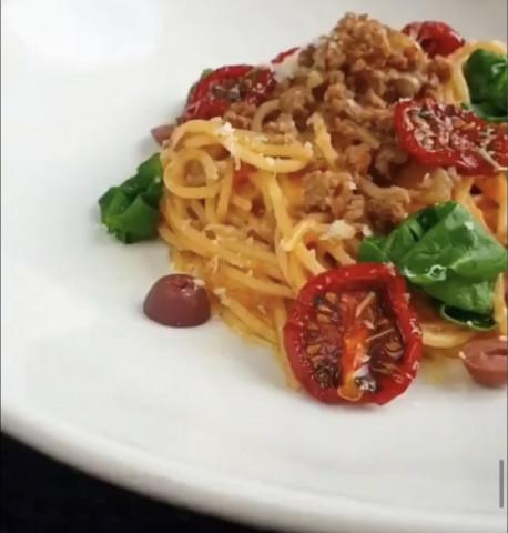 Вкуснейшая паста болоньезе с вялеными томатами😋🖤