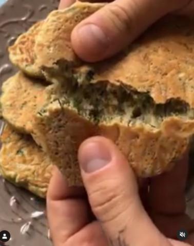 Сырные оладьи с зеленью