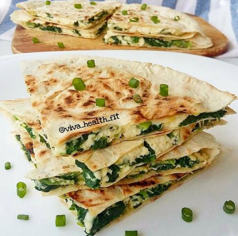 Кесадильи со шпинатом и сыром