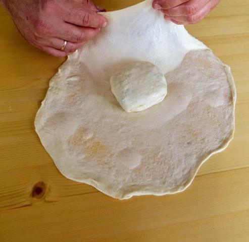 Слоеная лепешка с начинкой