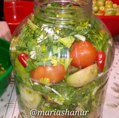 Солёные зелёные помидоры