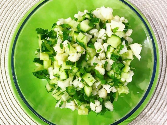 Салат из сырой цветной капусты.🥗