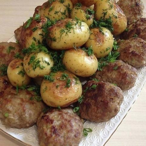Котлеты из говядины и картошечка в мундире